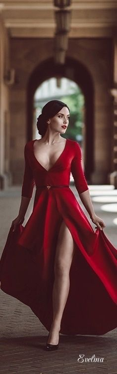 Evelina&Pinterest : Photo  jαɢlαdy   (make the neckline a little higher and the slit a little lower and I'd totally rock this.)