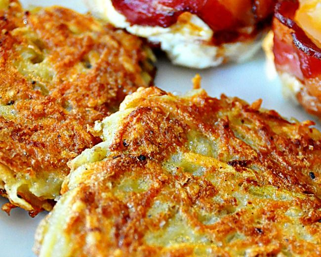 """7 Secrets To Diner-Worthy Hash Brown Potatoes I """"Turns out there's more to making hash brown potatoes than tossing them in a fry pan. Here's how to help them turn out crispy, crunchy, and golden brown the way the breakfast gods intended."""""""