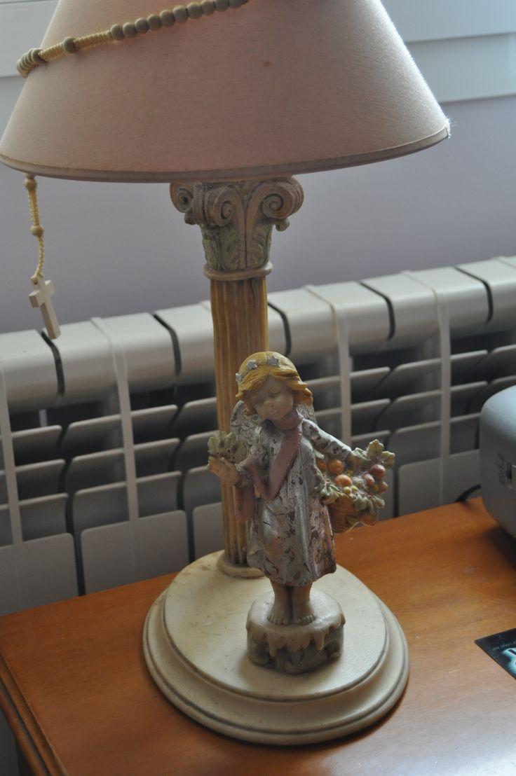 Pantalla con angel marmolina,decorado pan de plata,oleos