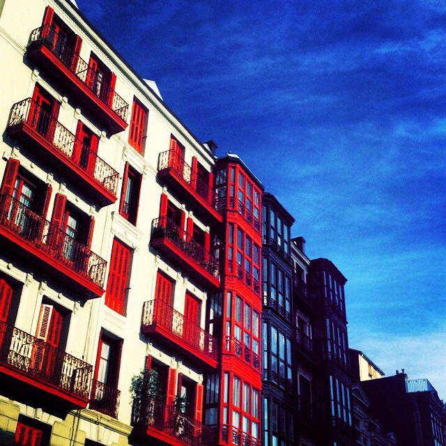 #Fachada #Rojo #Arquitectura #Bilbao