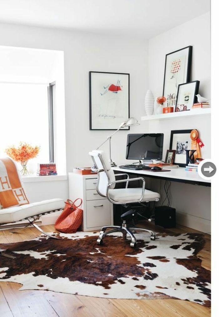 tapis en peau de vache, bureau domicile de travail, peintures murales, mur blanc
