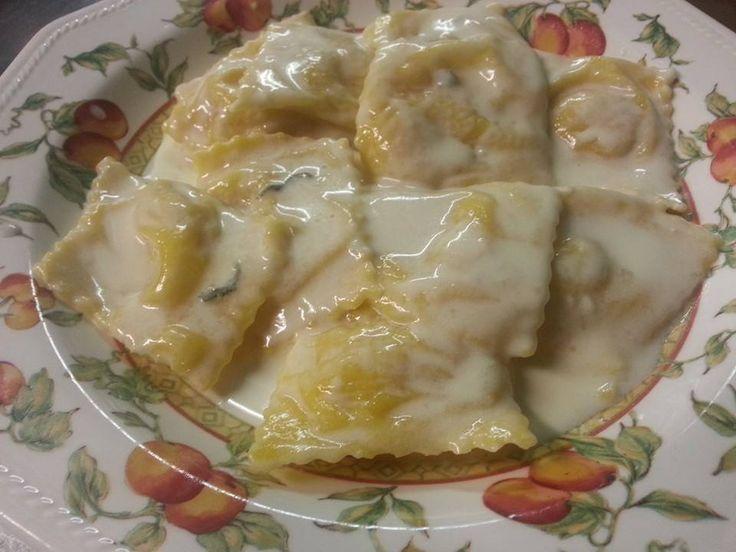 Ravioli di patate e mortadella con salsa alla salvia e gorgonzola