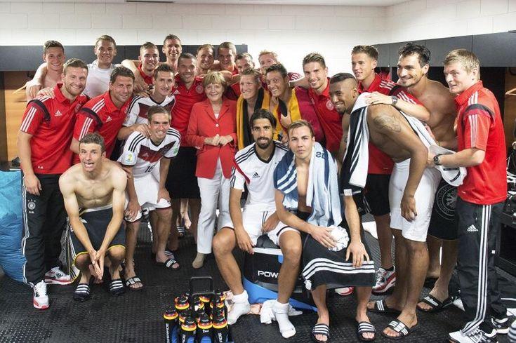 Deutsche Nationalmannschaft und Angela Merkel, WM 2014 Brasilien