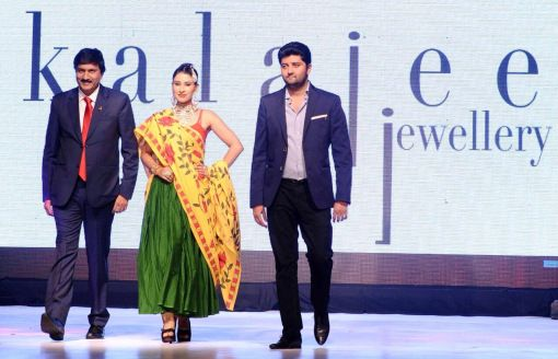 At the JAS14, we presented uncut #diamond #jewellery with colored gemstones; each piece was a work of creative craftsmanship and design.