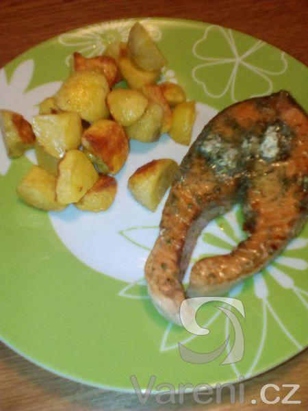 Recept na chutné lososové podkovy s bylinkovým máslem.