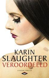 """""""Veroordeeld"""" VERSCHIJNT OP 22 MEI! Op haar eerste dag bij het politiekorps van Atlanta wordt Kate Murphy direct geconfronteerd met de pesterijen en vooroordelen van haar mannelijke collega's. Daarbij is het de slechtst mogelijke dag om te beginnen, want een seriemoordenaar die het heeft voorzien op agenten heeft zojuist een nieuw slachtoffer gemaakt en de stad lijkt een broeinest van geweld.  http://www.bruna.nl/boeken/veroordeeld-9789023487241"""