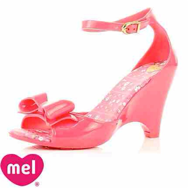 Jelly cute wedge by Mellisa shoes  http://m.melissa.com.br/