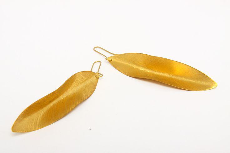 Aretes hojas bronce con baño de oro. $105.000. No incluye envío