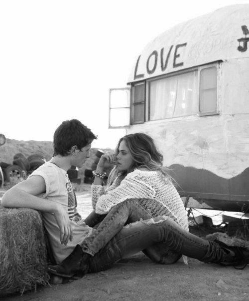 never dies: The Kiss, Trailers, Cute Couple, Soul Mates, Black And White, Travel Pictures, Summer Romances, Black White, Into The Wild