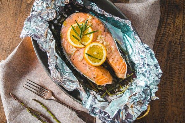 Стейки из лосося в духовке, ссылка на рецепт - https://recase.org/stejki-iz-lososya-v-duhovke/  #Рыба #блюдо #кухня #пища #рецепты #кулинария #еда #блюда #food #cook