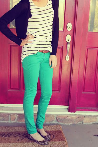 What a cute outfit. Black cardi, striped tee, kelly green skinnies, cheetah shoes