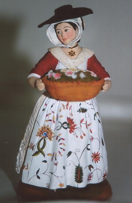 Arlésienne en costume du XVIIIe s. Folk costume Arles