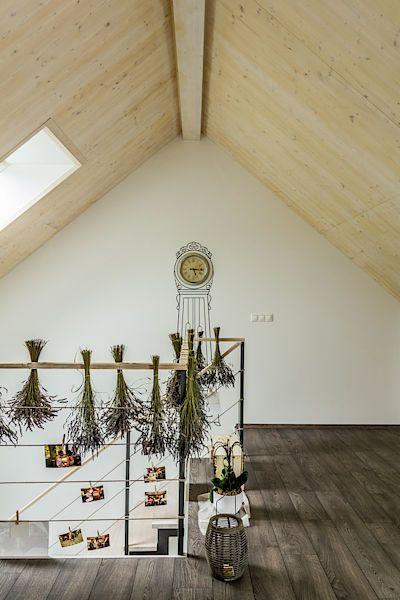 Jako každé správné venkovské stavení i tento dům je provoněn bylinkami - levandulí.