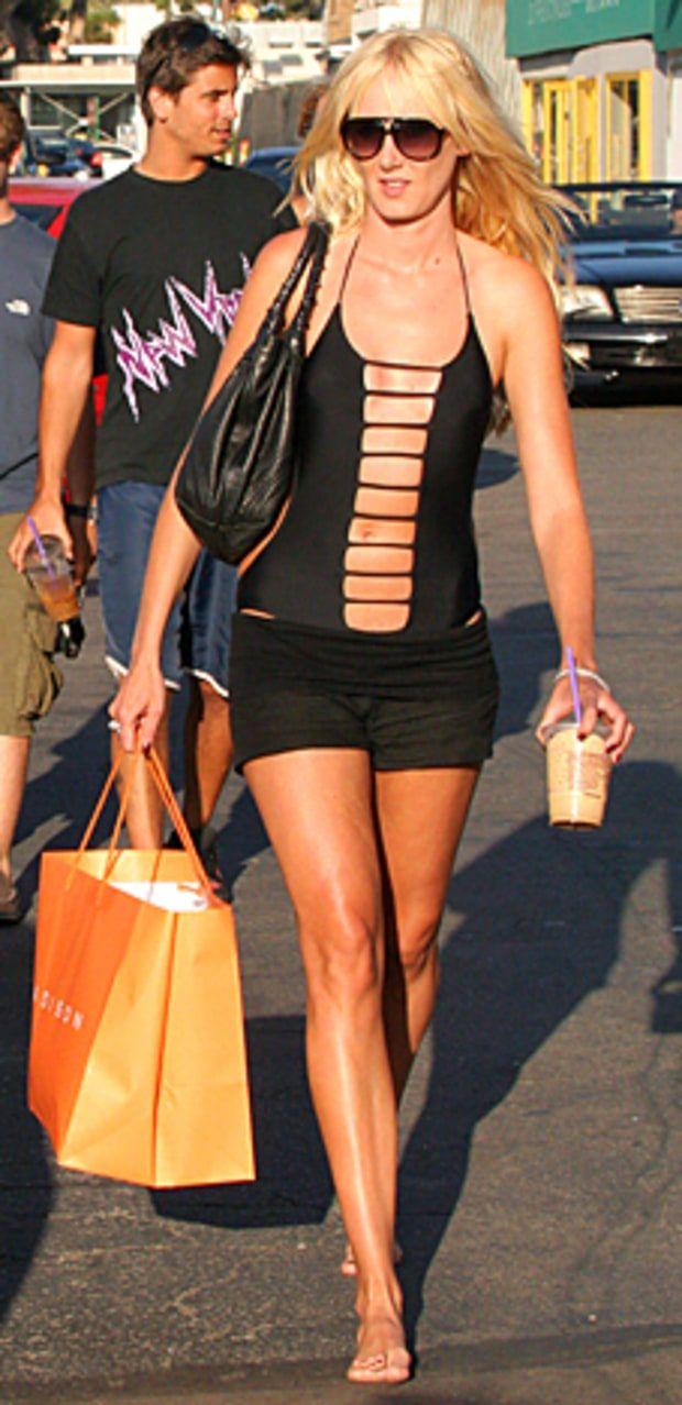 http://img.wennermedia.com/620-width/1314031751_barefoot-celebs-kimberly-stewart-lg.jpg