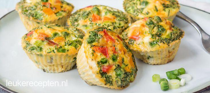 Deze gezonde, vegetarische ei muffins zijn geschikt als tussendoortje of als gezonde lunch voor onderweg.