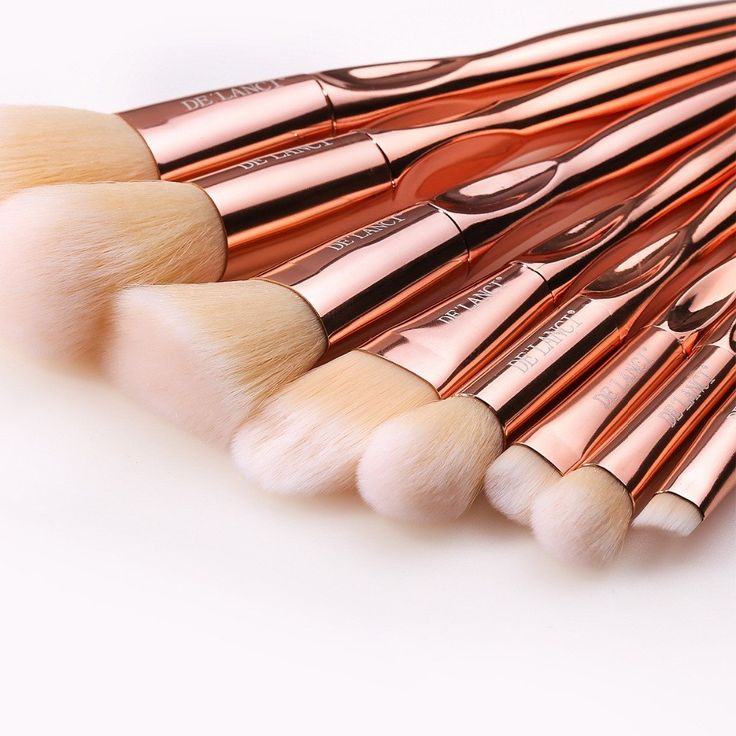 How gorgeous is this New 8 Piece Rose Gold Makeup Brush Set? - makeup products - http://amzn.to/2hcyKic
