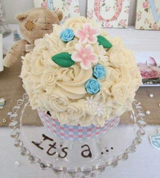 Gender reveal Giant cupcake