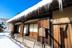 青森県三戸郡田子町にあるタプコプ創遊村は 日本の昔の田舎がテーマの体験施設です  主な施設はオートキャンプ場スキーランドの他レストランなど 体験コーナーでは陶芸そば打ちやせんべい焼きこんにゃく作りなどといった様々な体験をすることができる上季節ごとのイベントも開催されており小さいお子さんも一緒に楽しめます 自然に恵まれて鳥や虫にも触れ合える環境なので都会ではあまり出来ない貴重な経験をしたりリフレッシュにも最適な空間ですよ tags[青森県]