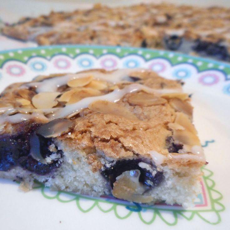 Bosbessen amandel plaatcake met glazuur - Het keukentje van Syts