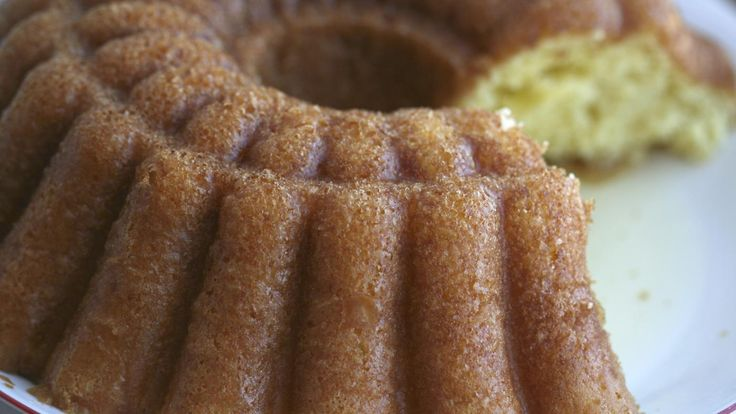 An easy recipe for rum cake uses a box yellow cake mix, vanilla instant pudding and McCormick rum flavoring for the glaze. The recipe can be prepped in just 15 minutes and does not require any...