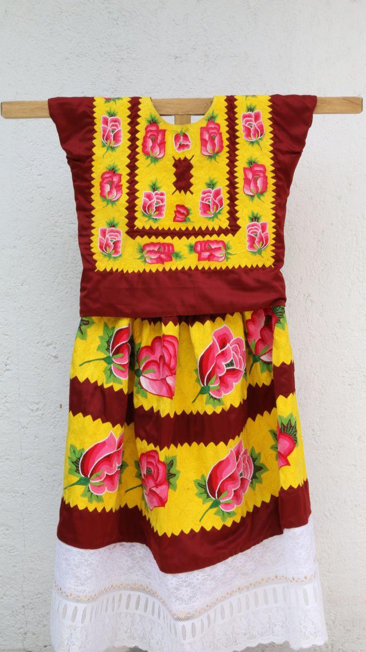 tehuana vintage dress, syle Frida Kahlo, traje regional de CadenillayFlores en Etsy https://www.etsy.com/mx/listing/487039757/tehuana-vintage-dress-syle-frida-kahlo