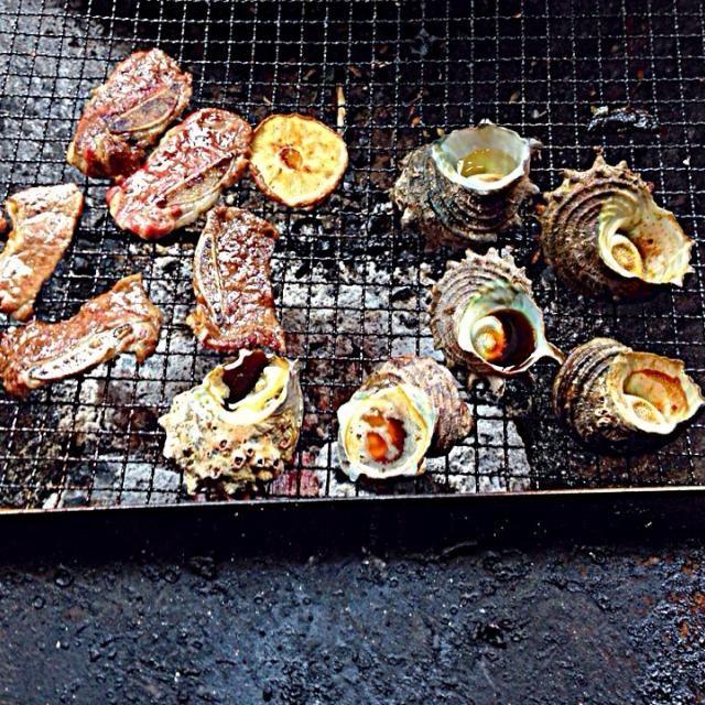 今日は  会社のレクレーション❗️ 焼肉  サザエ  帆立  秋刀魚 … 食材は 仕事柄 手抜きは無いですよ〜^_^ - 7件のもぐもぐ - BBQ❗️  サザエつぼ焼き  焼肉などなど… by miyuyasushima