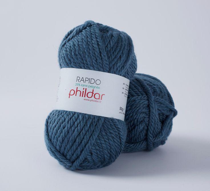 Gros fil léger pour un tricot rapide et facile. Idéal pour débutantes. 25% de laine. Toucher soyeux, infeutrable. Rapido est un fil doux, chaud et volumineux. Pelote de 50g et 41m environ. Machine à tricoter : non. Taille 42 = 15 pelotes.