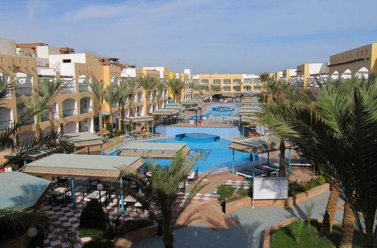 Бюджетный отдых в Египте #египет    Отель Bel Air Azur Resort расположен всего в 7 км от международного аэропорта Хургады, в 2 минутах ходьбы от пляжа, на берегу Красного моря, всего в 3 км от центра Хургады. #море   К услугам гостей отеля Bel Air Azur Resort бассейны с общей площадью 800 кв. м.  В отеле: 215 номеров. В номерах: ванна/душ, фен, мини-бар, сейф, кондиционер, спутниковое ТВ, телефон, балкон/терраса, журнальный столиком с плетеными креслами. #скидки