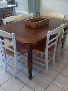 The JUNKtion: Dining Room Table Takes on Farmhouse Look. Re-staining a table with a veneer; just what I needed!