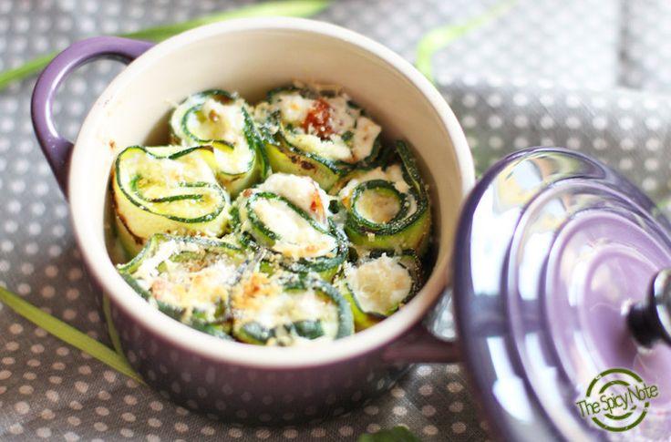 Mini cocotte in gres smaltato colore cassis @LeCreusetItalia #food #cocotte #rotolini #zucchine #pomodorisecchi