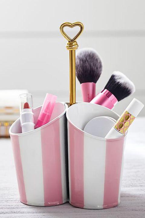 481c02d9f7af The Cutest Graduation Gift Ideas for Girls | Makeup storage | Best ...