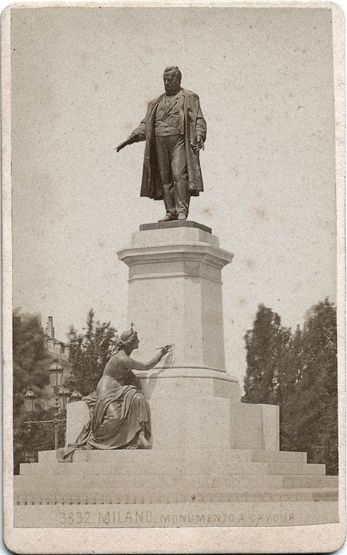 Monument to Cavour, Milan