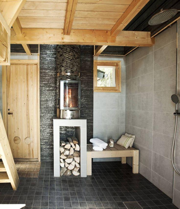 Ikikiukaan lämmitys hoidetaan saunan alakerrasta, kylpyhuoneesta käsin. Kesäisin lämpiää joka päivä yli kaksisataa kiloa kiviä. Lämmityspuut pysyvät kuivina lokerossaan lattialämmityksen ansiosta. Kimaltava laatta Porin Laattapiste Collectionista, muut Vehoniemen laattamyymälästä Kangasalta. Saunan seinät ovat kuusta, ulkovuorilautaa, joka käsiteltiin petsaamalla ja hierottiin varovasti, jotta pinnasta saatiin harmahtavan kuluneen näköinen.