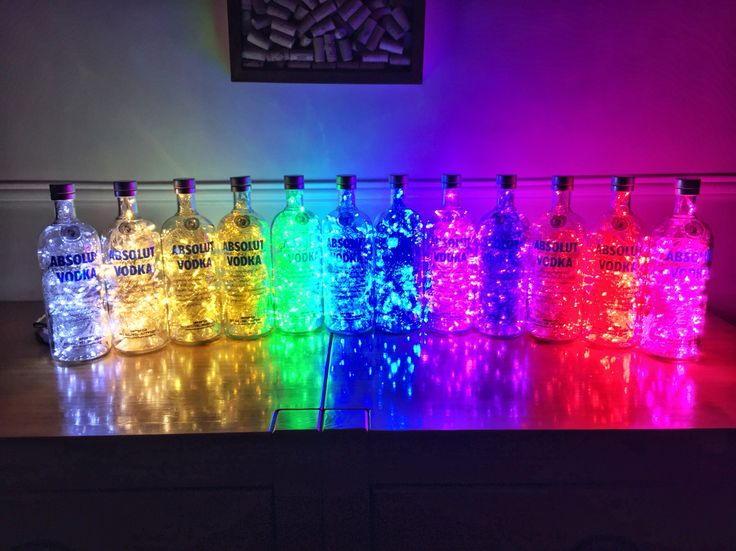 Luminárias de garrafas de Absolut Vodka. 12 cores de LEDs diferentes!