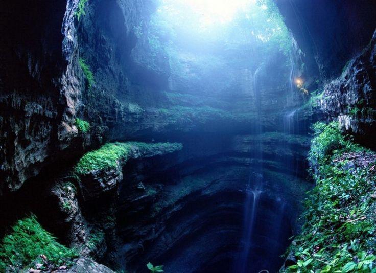 Una boca al centro de la Tierra, en el Sótano de las Golondrinas.   19 Lugares surreales de México para visitar al menos una vez en la vida