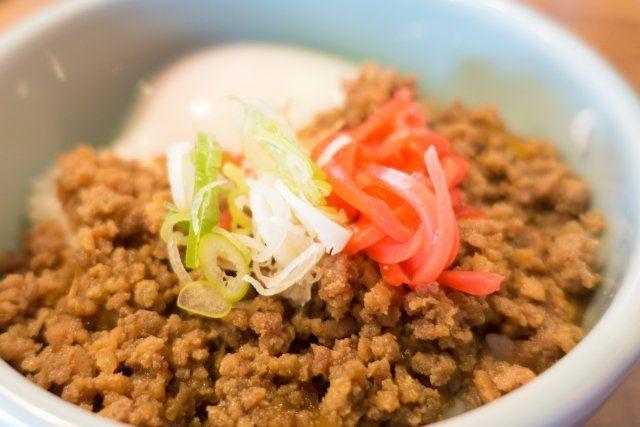 11月29日のNHKあさイチ解決ゴハン!で放送された「合いびき肉の洋風ピリッとそぼろ・そぼろオムレツ・タコライス」の作り方をご紹介します! 作り置きに便利なおかずで、オムレツなどにもアレンジできる万能おかずです。 教えてくださるのは料理研究家の本田明子さんです。