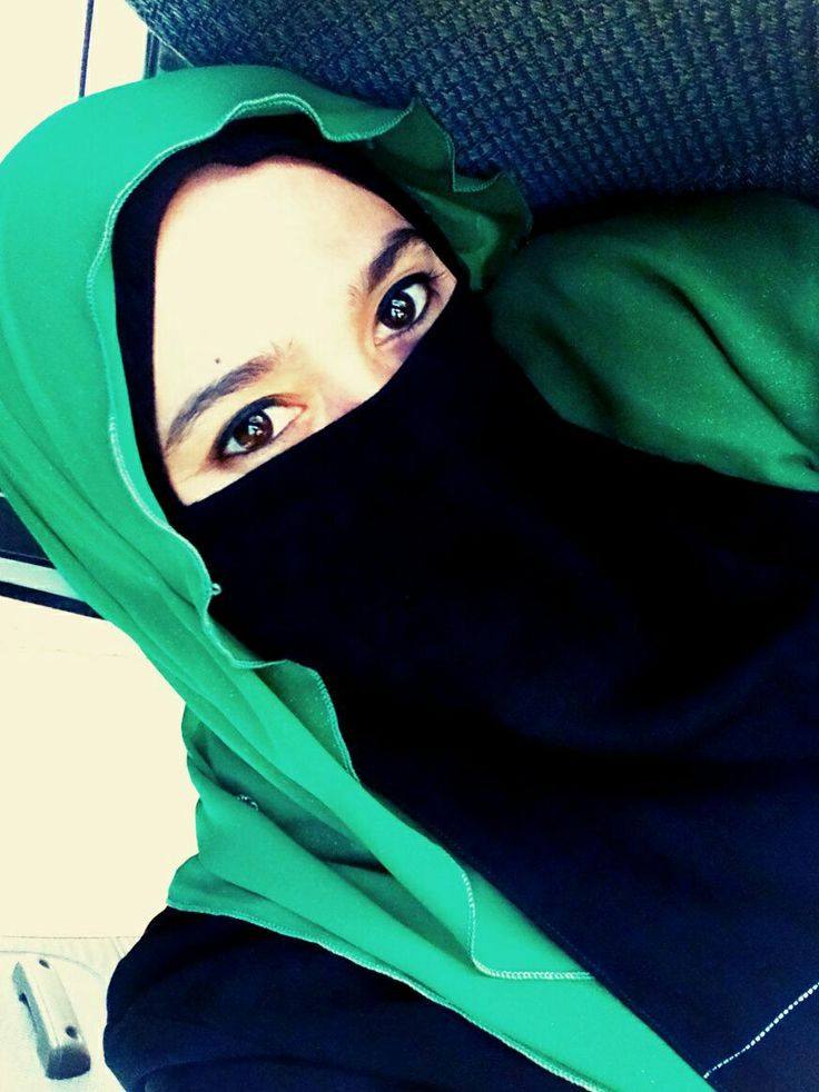 Smilling in niqab