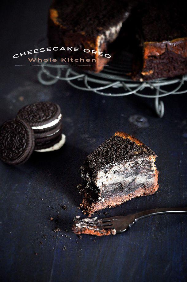 Descubre la mejor receta de cheesecake de oreo, con brownie una combinación con la que asegurarás el éxito de tus postres en una cena especial. Receta fácil