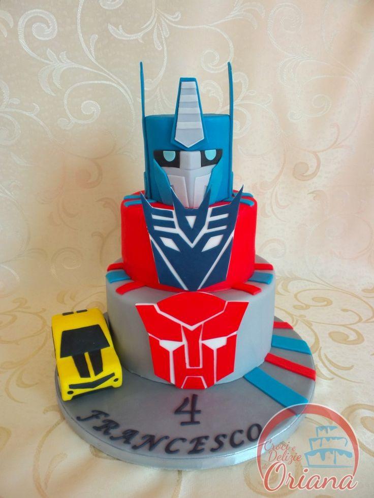 Torta Transformers   Transformers cake http://blog.giallozafferano.it/crociedeliziedioriana/2015/10/torta-transformers.html