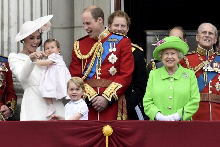 Kate, la duchessa bianca ruba la scena alla Regina - Spettacoli - Repubblica.it