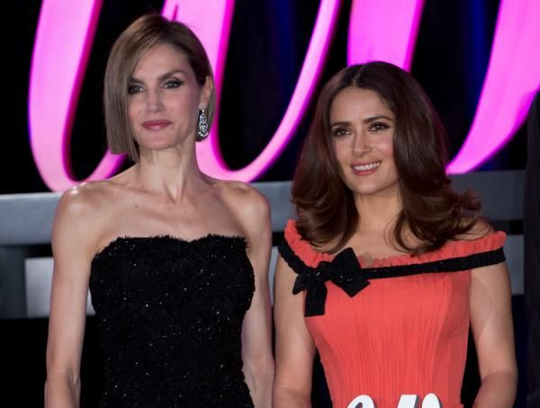 Letizia sorprende en los Premios Woman con un impactante cambio de look - Yahoo Celebridades