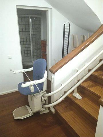 Εγκατάσταση στην πανέμορφη  ΚΕΡΚΥΡΑ!  Το μοντέλο Sofia είναι κατάλληλο για περιστροφικές σκάλες. Μπορείτε να επιλέξετε ταπετσαρία ανάμεσα σε 5 αποχρώσεις από ανθεκτικό βινύλιο και επιπλέον 6 χρωματικές επιλογές για τη ράγα.