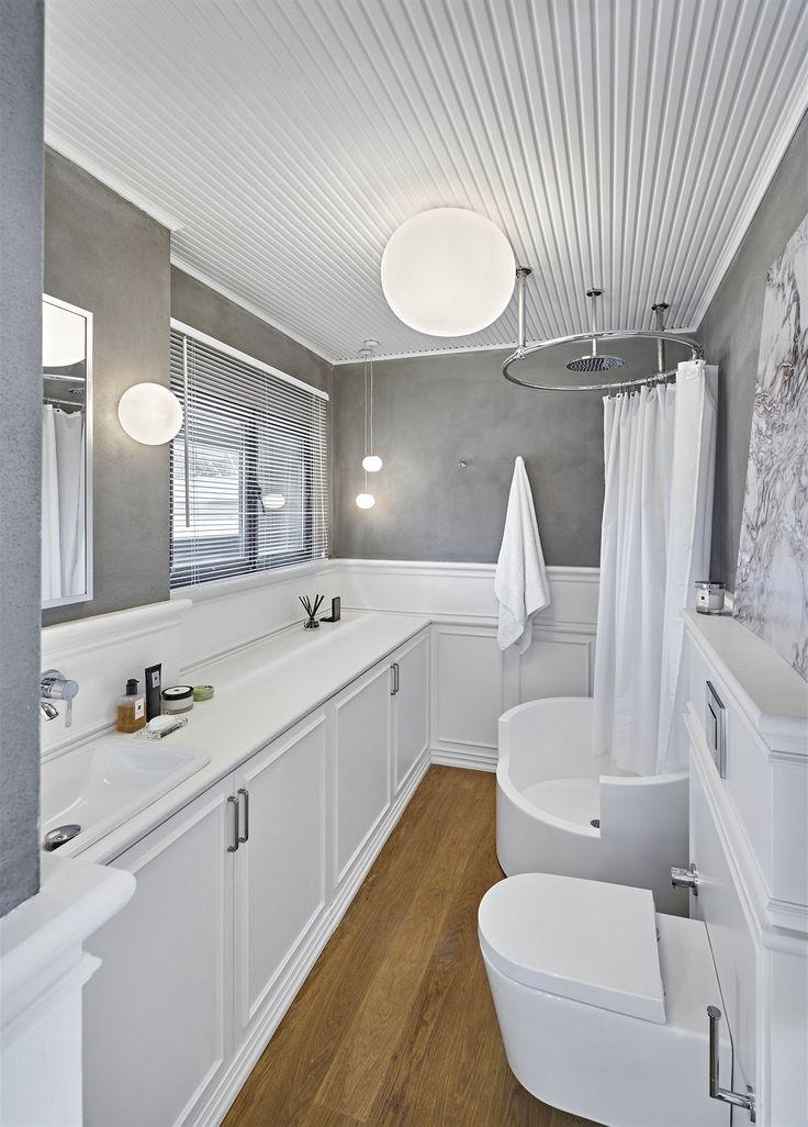 Koupelna pro hosty připomíná anglický styl.