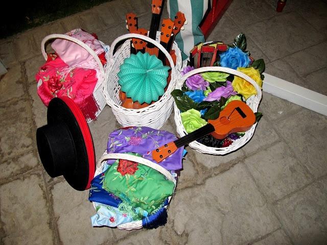 Confesiones de una boda: Boda Espía: esta vez en Sevilla. sombreros y farolillos photocall- caseta feria de abril