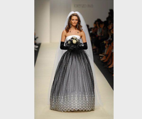 Black and white wedding dress from Lorenzo Riva 2008 #matrimonio #sposa #abito #veil #velo