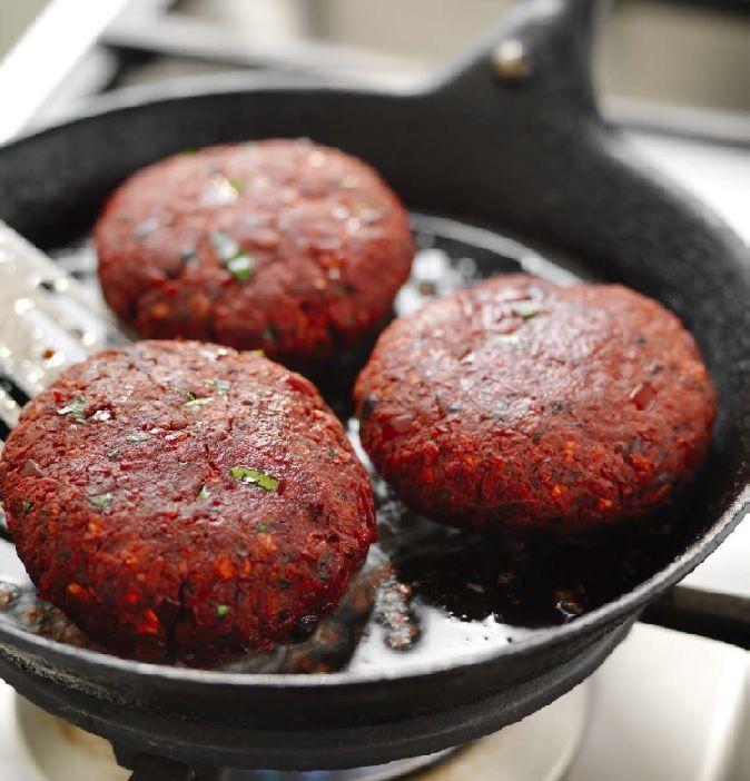 Ved å velge kjøttfritt gir du en tommel opp for matgleden, helsa di, miljøet og dyrevelferden. I tillegg til alle de gode smakene et plantebasert kosthold har å by på, er...