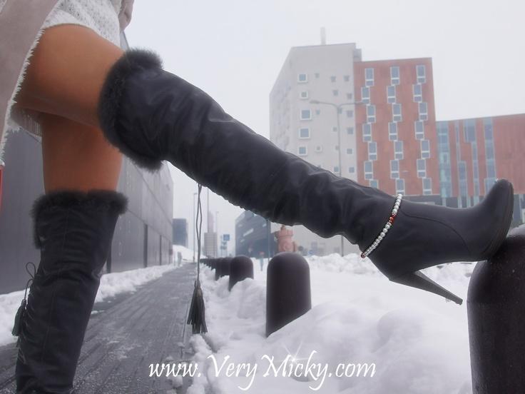 Bracelet monté sur élastique, s'adapte sur toutes les bottes, boots....            :