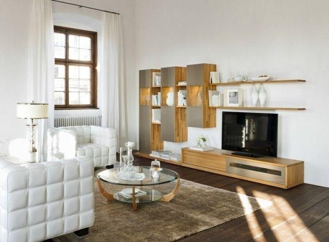salon design avec meuble en bois clair et verre coloré Juwel par Team 7