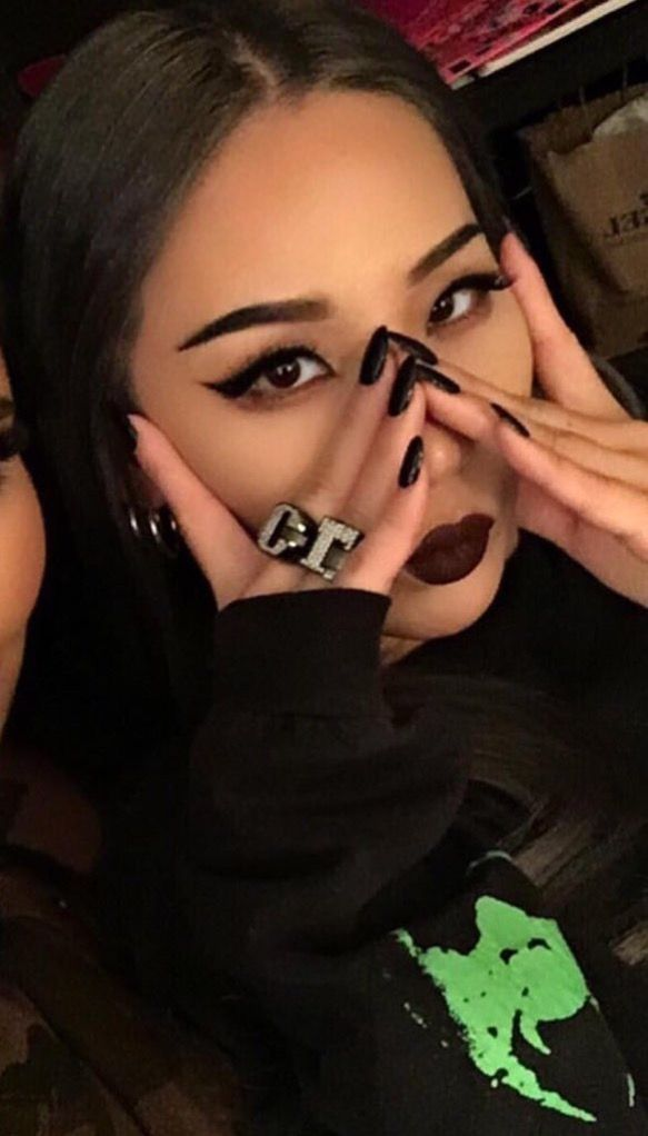 Black hair.... love it, miss it. And those Rings!!