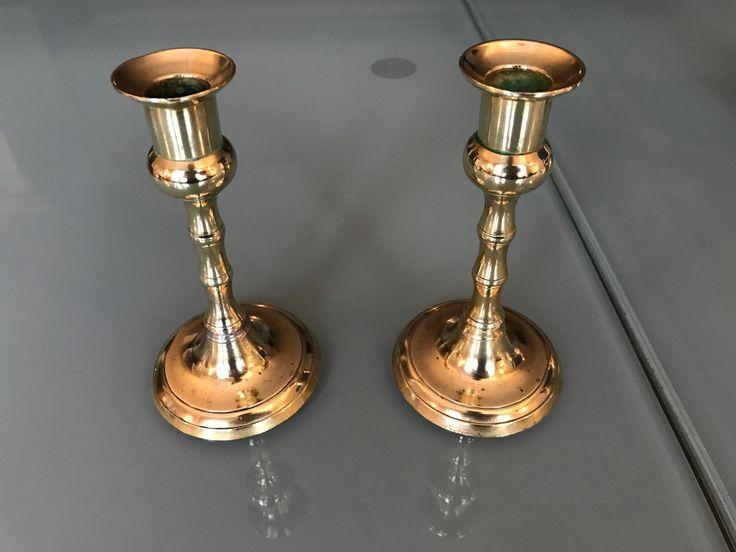 2 par flotte messing lysestaker 1 par med høyde 23cm, 1 par antikke med høyde 15cm. og 1 stk. vekekutter.